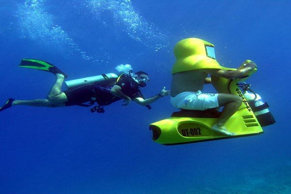 http://lepimanresort.com/wp-content/uploads/2016/02/joy-drive-underwater-scooter.jpg